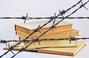 booksfencedin